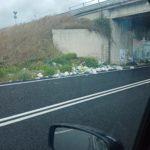 Svincolo Marina di Gioiosa SGC Jonio-Tirreno:  sottopassaggio invaso dai rifiuti , a chi tocca rimuoverli
